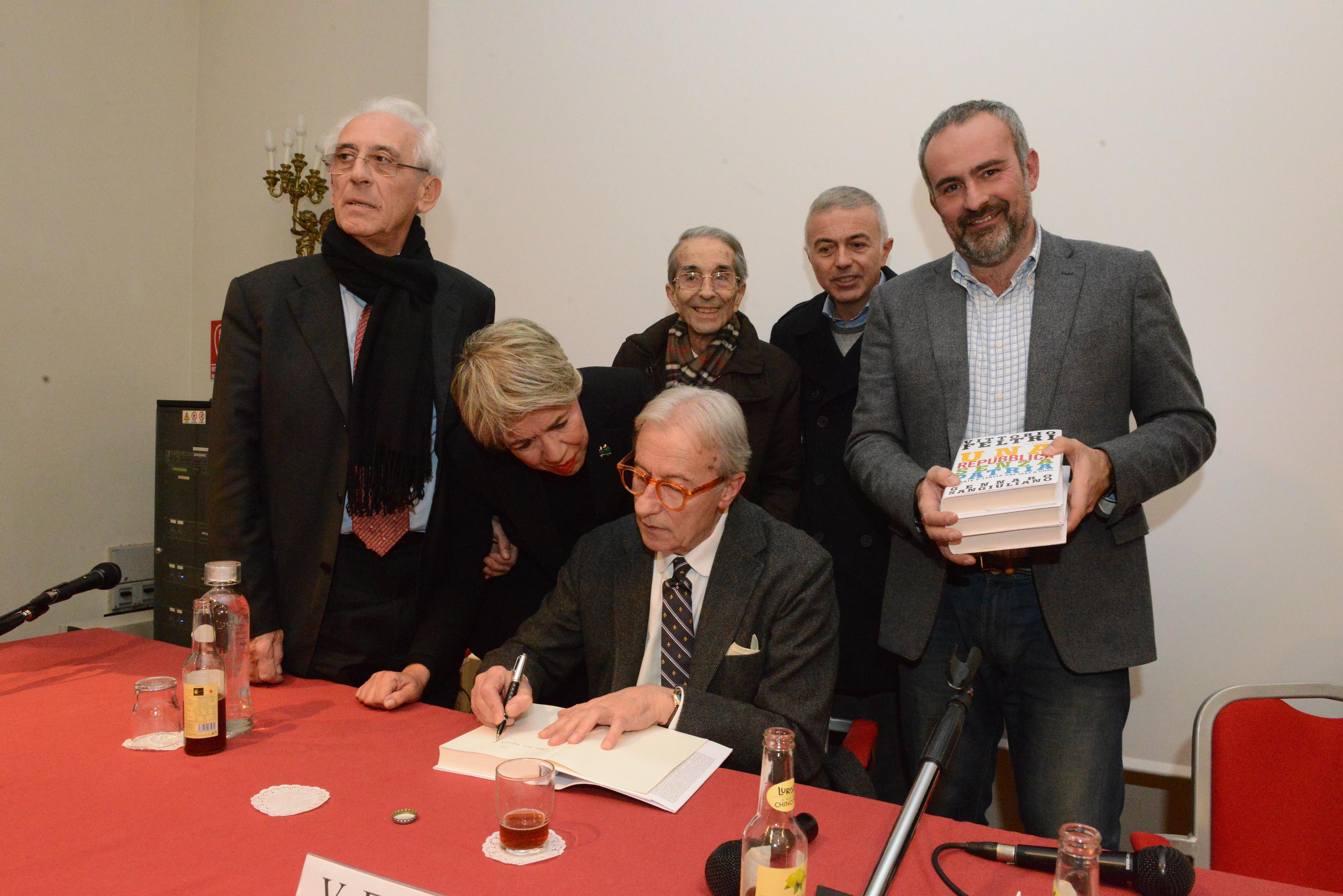5 - vittorio-feltri-e-gennaro-sangiuliano-presentano-una-repubblica-senza-patria-136