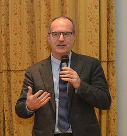 """23 febbraio: Luigi Serra (LUISS) """"Studiare in Italia, oggi, conviene?"""""""